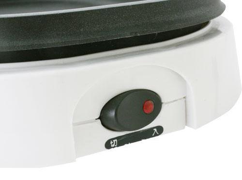 ↑温度調節機能はなく、オンオフのスイッチのみ。シンプルで、ムダのない作りです。
