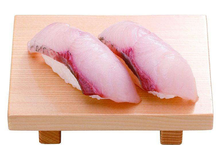 ↑はまち/二貫(195円) 国産のはまちを使用。脂がクド すぎず、あと味がいい。その日の 朝に届いた魚をおろして切りつけ ているので、きわめて新鮮だ。