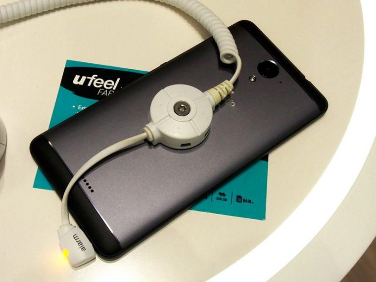 WIKOのUFeel Fabは大画面と低価格を両立、背面はツートンカラー仕上げ
