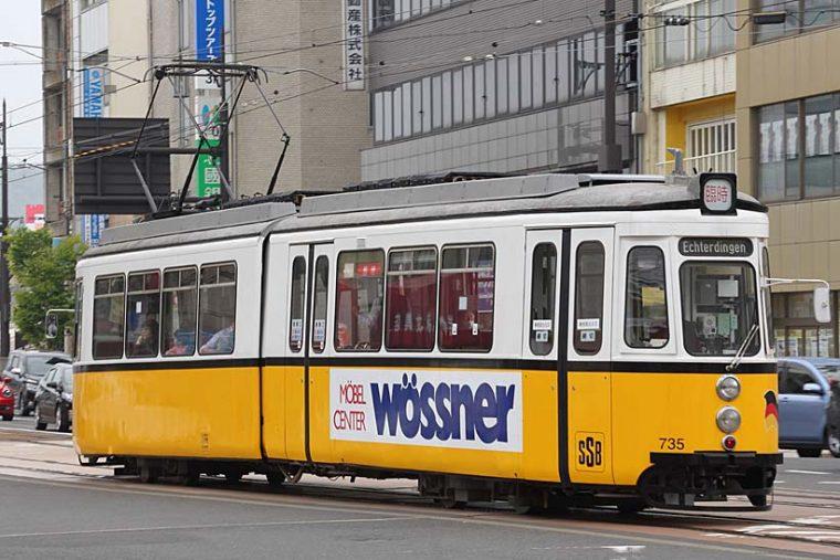 ↑併用軌道区間を走る735形は元ドイツシュツットガルト市電。春と秋の土休日に臨時運行されている