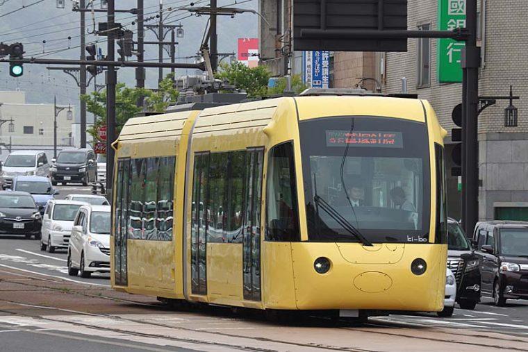 ↑この電車はえちぜん鉄道のL形電車。Ki-bo(キーボ)という愛称が付く。相互乗り入れ電車として福井鉄道へ乗り入れる。F1000形と比較すると愛嬌のある容姿だ