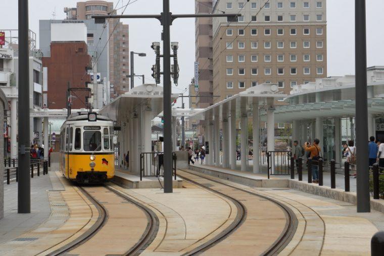 ↑福井駅西口広場にある福井鉄道の福井駅。JRの駅に近くなり造りも広々、乗り降りしやすくなった