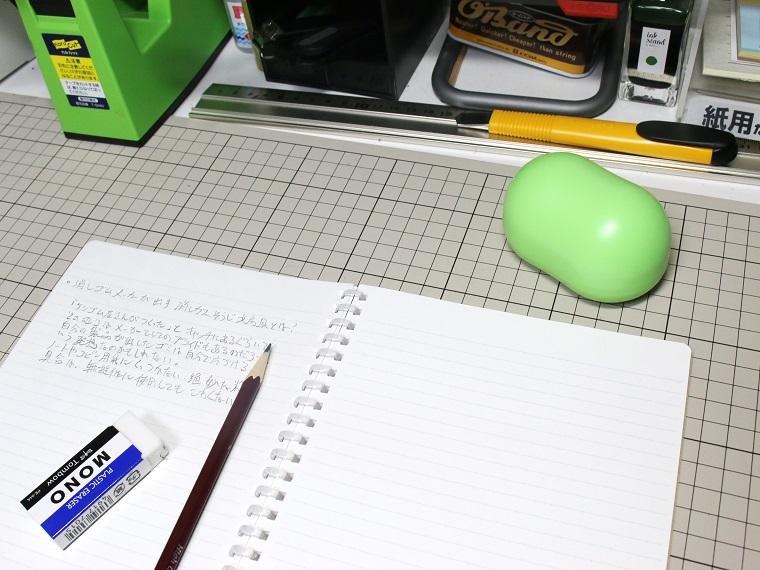 ↑机の上に置くと意外と存在感がある