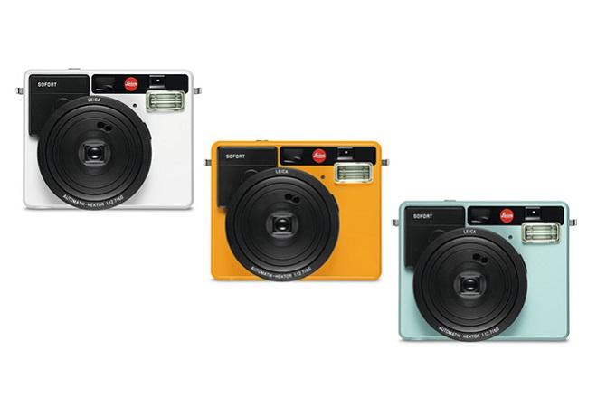 ↑カラーバリエーションはホワイト、オレンジ、ミントの3色。ボディ前面の上部には長方形のミラーが付いており、自撮りの際に活用できる