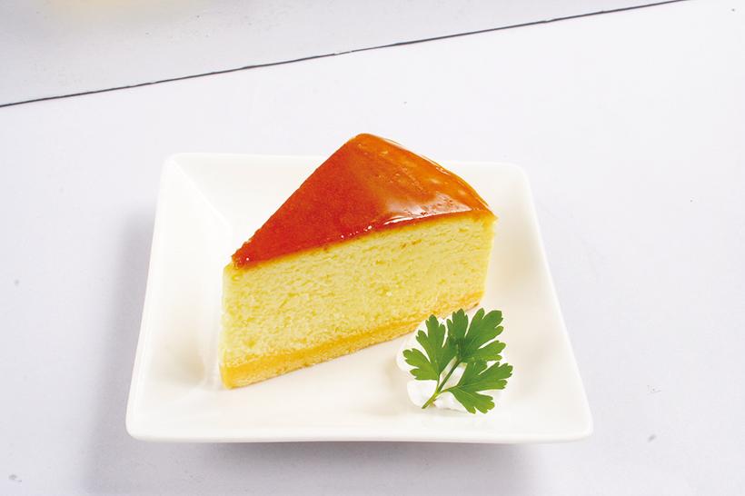 ↑チーズケーキ(324円) 千葉の有名店「たま ごや とよまる」のブ ランド卵を使用。濃 厚な黄身の風味にほ っぺたが落ちる