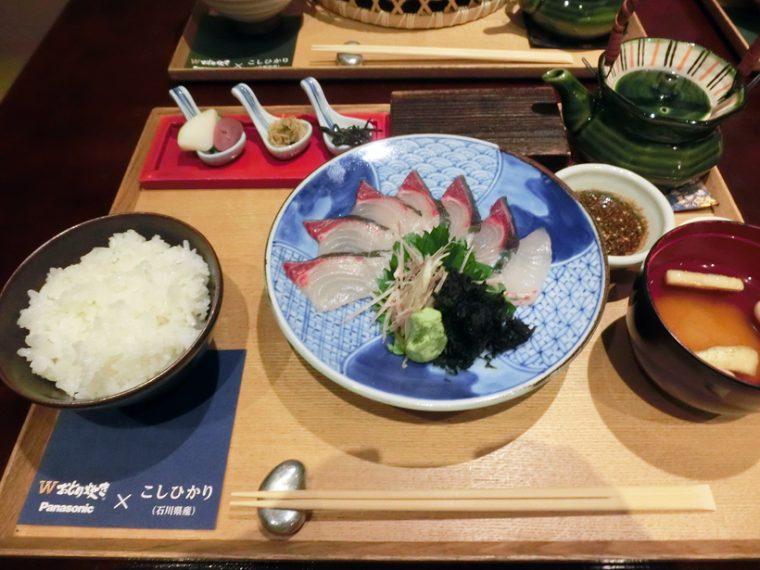 ↑石川県産のアジを、三種類の食べ方で楽しめるメニュー。まずはお造りで、続いて石川の郷土料理のなめろうとして、シメにはお茶漬けとしていただきます