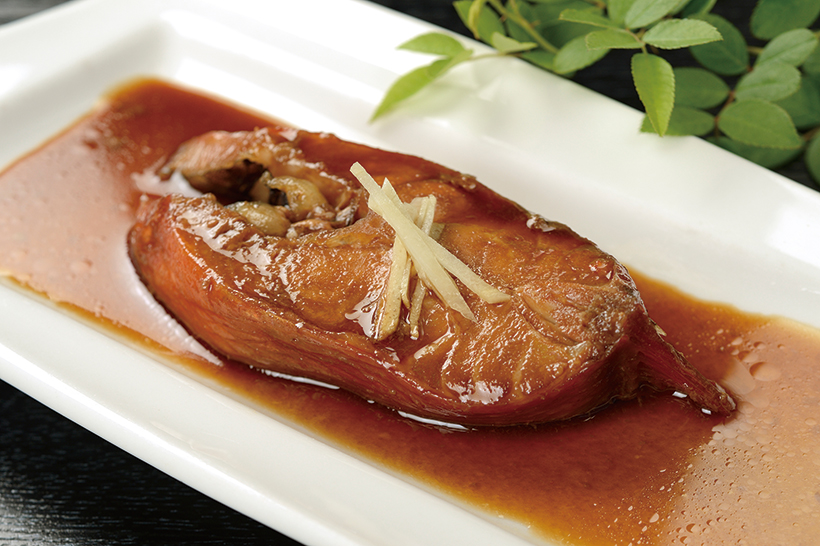 ↑金目鯛煮付け(713円) 金目鯛を少し甘めに 煮付けた一品。箸を 入れるとほろっと崩 れるほど柔らかい。 日本酒がよく進む!