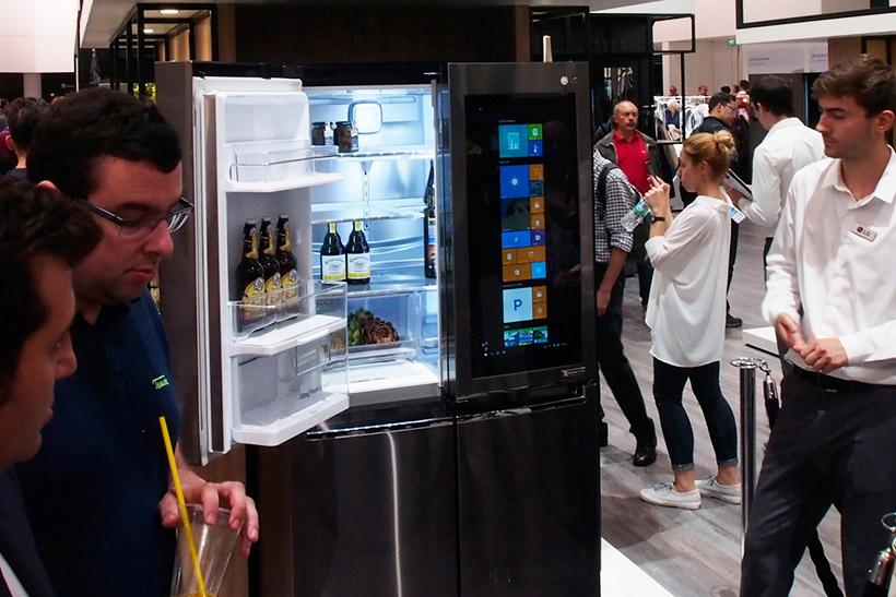 LGのスマート冷蔵庫はWindows 10を扉に搭載、スマートホームのハブとして使える