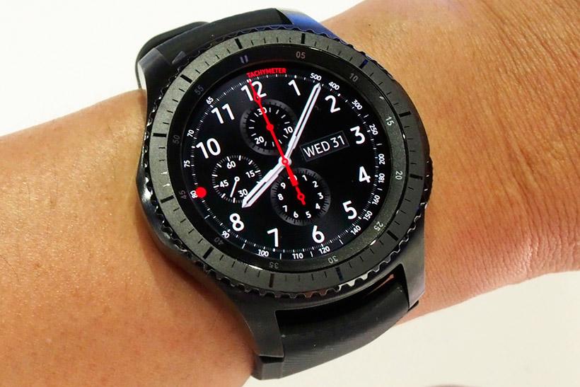 ↑より腕時計らしいデザインとなったGear S3(Classic)。機能面での進化はほとんど無い