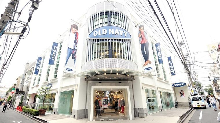 ↑9月25日で閉鎖されるオールドネイビーの吉祥寺店。店内は閉店セールでにぎわっていた