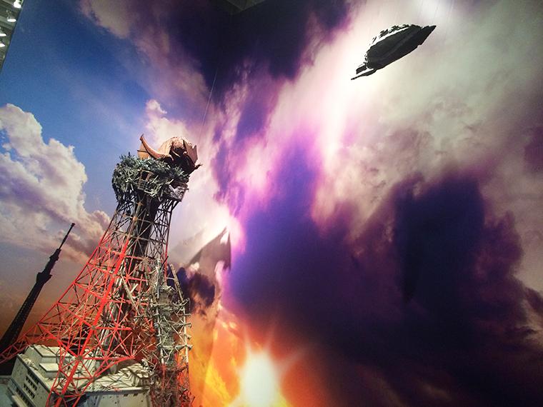 ↑破壊された東京タワーと、そこに営巣するギャオス。これは実際に映画で使われたものだ!