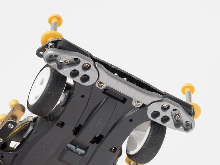 ↑フロントアンダーガードはフロントバンパーの底面側に装着する