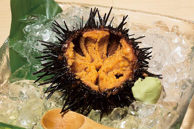 から付ウニ(時価→540〜698円ほど) 殻付きなのが鮮度の よさを保証。うにの 香りが鼻から一気に 抜け、まったりとした甘みが口に広がる