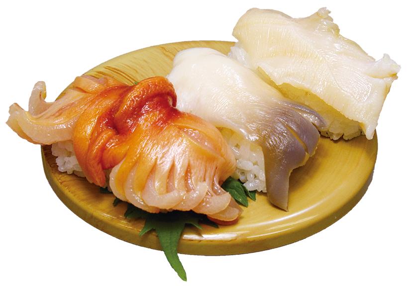 ↑活貝3点盛(734円) 旬の活貝の握り三貫をセットに。内容は日によって異なる。写真は肉厚で鮮度抜群の赤貝(左)、ほっき貝(中)、みる貝(右)だ