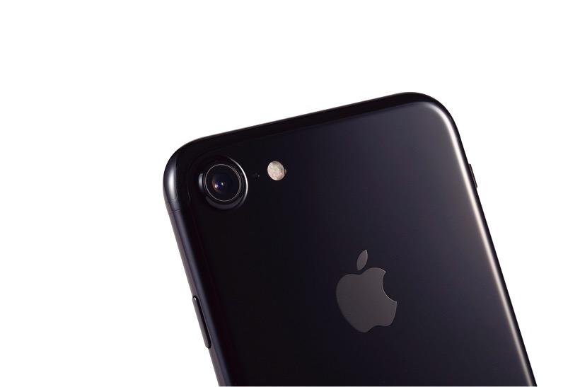 「画像の処理も素晴らしくiPhoneで撮影する機会がさらに増えそうです。」石川 温さん