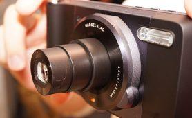パーツ合体でカメラやスピーカーに早変わり! モトローラのSIMフリースマホ「Moto Z」が近未来!