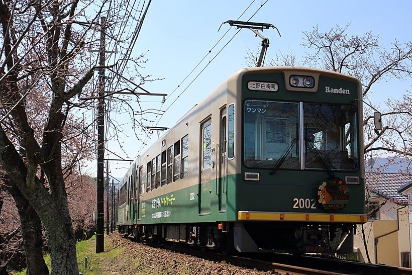 ↑帷子ノ辻(かたびらのつじ)と北野白梅町(きたのはくばいちょう)を結ぶ北野線。同線は併用軌道の区間もなく、郊外電車の趣が強い