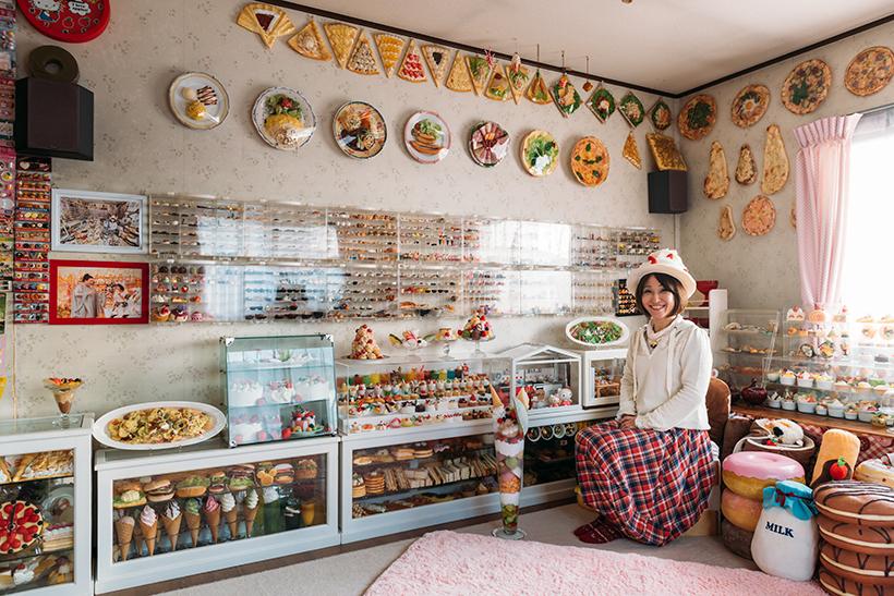 ↑「食品サンプル百貨店」に収録された小幡晃子さんのご自宅の様子
