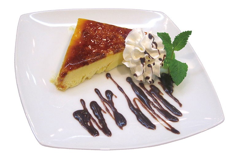 ↑カタラーナ(324円) クレームブリュレに 似たスペインの焼き 菓子。カスタードの 上のカラメルのパリ パリ食感がおいしい。