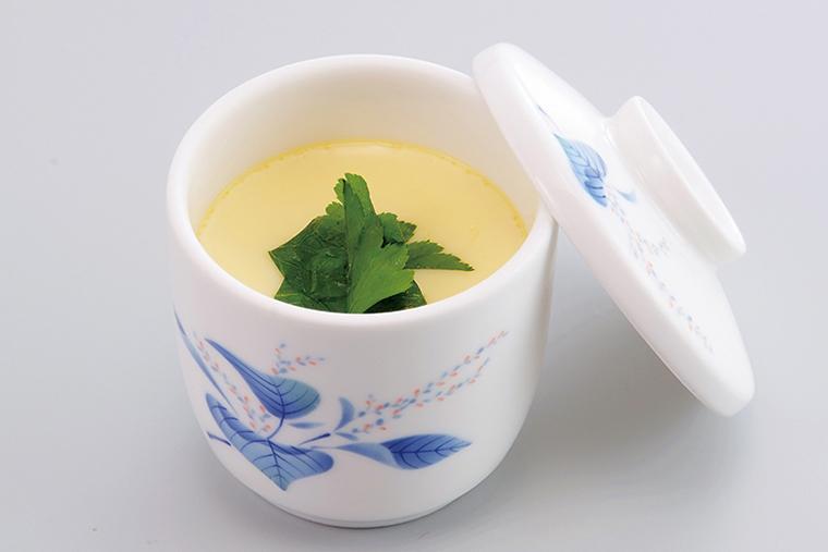 ↑北海道茶碗蒸し(260円) 栗の甘露煮が入った 北海道風の茶碗蒸 し。利尻昆布のだし により、優しく上品 な味わいに。