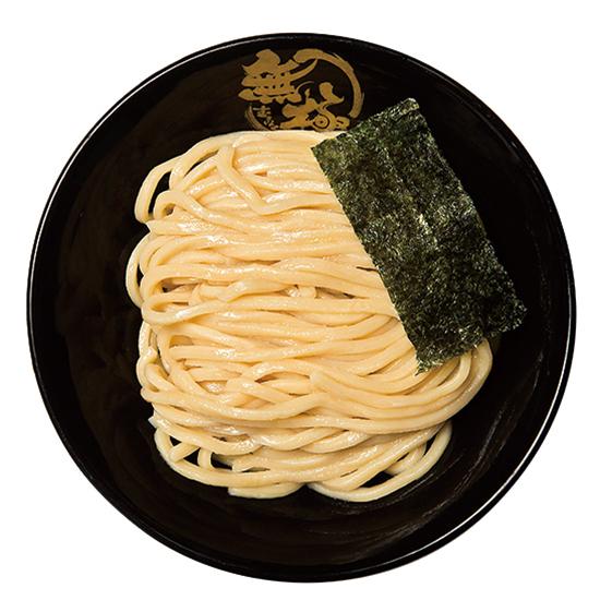 ↑濃厚豚骨つけ麺(830円) スープは羽釜で炊いてうまみを凝縮。ちなみに麺のあつもりや、つけ汁の温め直しもしてくれるので、最後までおいしく食べられる