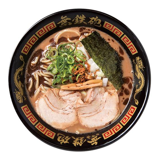 ↑無極そば(750円) 無極そばは、スープに鰹オイルが注がれる。つけ麺同様に濃厚な味わいだが、このオイルによって奥深いコクがプラスされるのだ