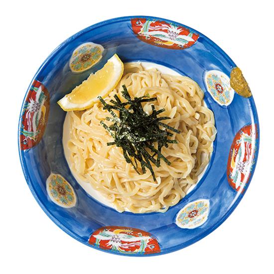 ↑つけそば(白だし)(720円) ちぢれ乱切りの麺に、白出汁醤油のつけ汁がベストマッチ。さっぱりとしつつ、麺のしっかりとした味わいを楽しむことができる。レモンを搾ってもウマい