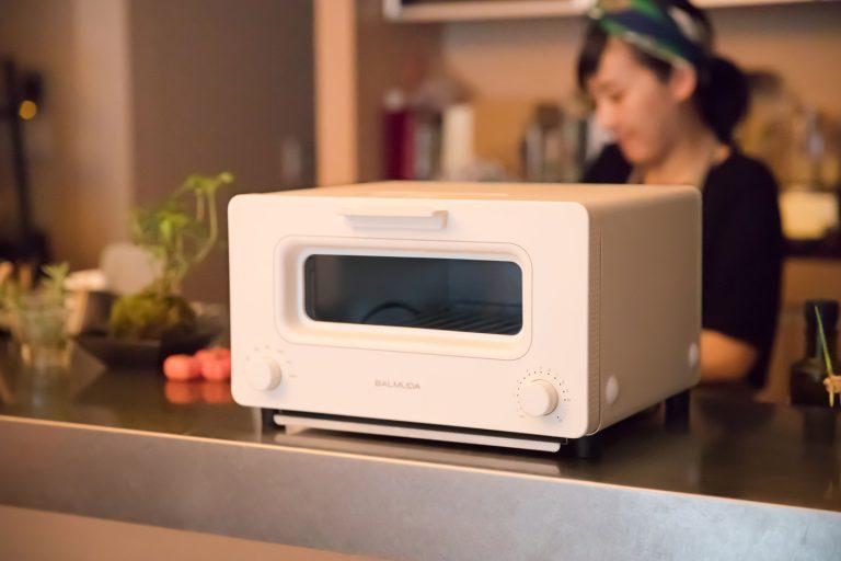↑「バルミューダ ザ・トースター」。究極のトースターを目指して開発された2015年の大ヒット商品。バルミューダだけのスチームテクノロジーと完璧な温度制御により、普通のトーストとは思えない感動の味を実現しました