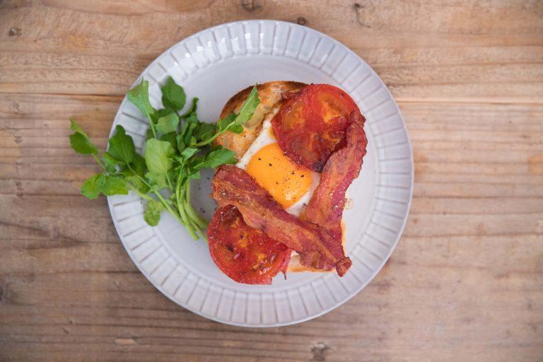 ↑ベーシックなタイプとして提案してくれたのが、この「ボリュームモーニングトースト」。ベーコンの旨味とトマトの酸味、そしてまろやかな卵がトーストと一体になってとってもおいしいです