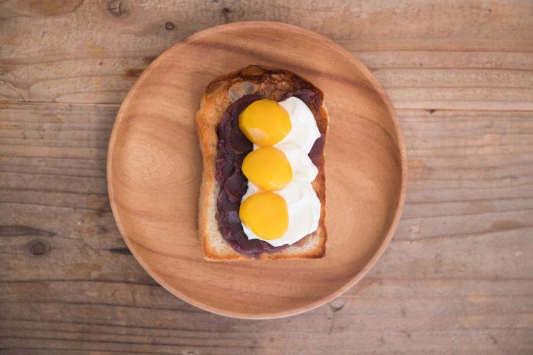 どこかかわいらしいビジュアルの「栗マスカルポーネあんこ」。やさしくほっこりした味わいの栗とあんこを、マスカルポーネチーズがマイルドに包み込みます