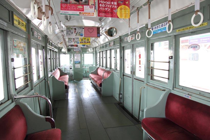 ↑モ161形の車内。博物館の保存電車が街中をそのまま走ってしまっている、そんな光景に出会える