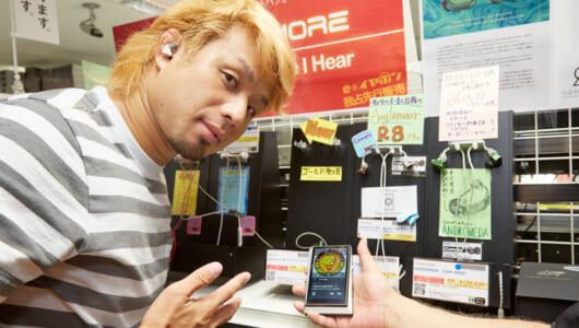 高級イヤホンは「音がオーラを纏ってる」新日本のレスラーYOSHI-HASHIがイヤホン専門店でマイベスト探し!