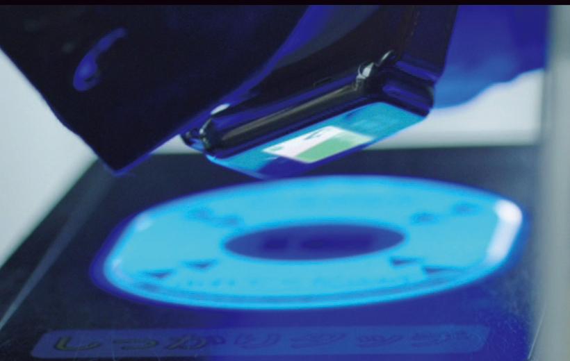 ↑FeliCaに対応。Suicaによる自動改札の通過やクレジットカードの電子決済に使用できる 耐水機能で、スイミングにも着用可能!