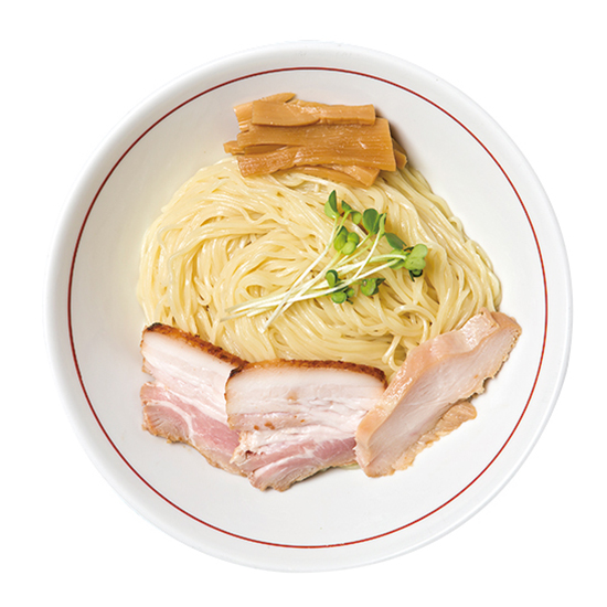 ↑柿酢のつけ麺(しょうゆ)(850円) 和出汁に若干浸かった麺は、表面がツルリとして食感がよい。細いが存在感のある麺で、噛み締めるとうまみがあふれてくる
