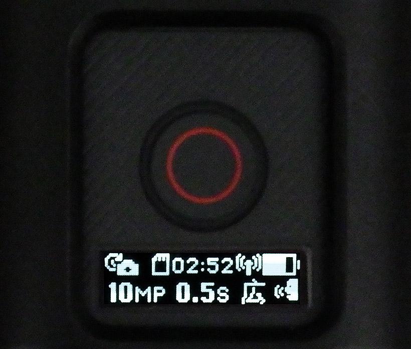 ↑上面の録画ボタンとモノクロ液晶。バックライトがあるので暗がりでも見えます