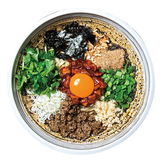 ↑まぜひつじ(900円) 台湾まぜそばを意識した一品。ラムチャーシューとマトンミンチ(羊の挽肉)を使用。パクチーやスパイスの効果でラム独特の臭みは皆無だ
