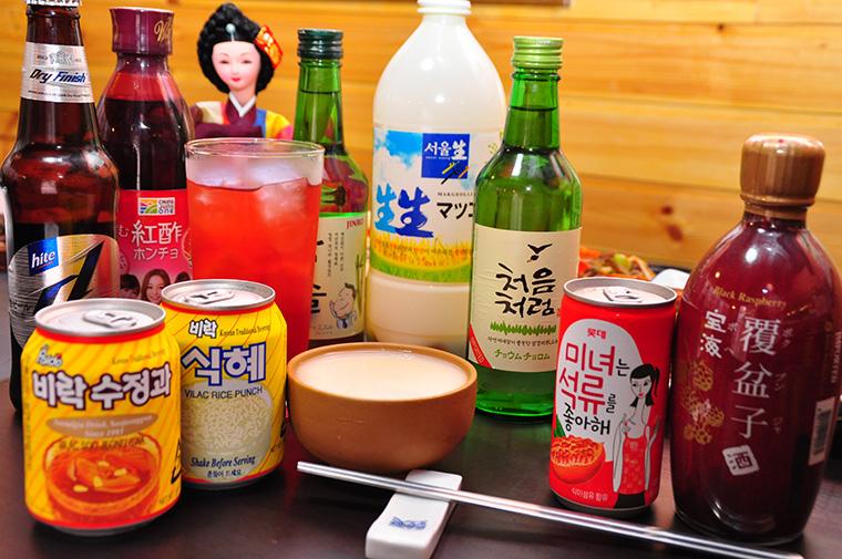 ↑一番左がスジョンガで、生姜の効いた甘辛い味がします。その隣がシッケで、こちらは米を使った甘い飲み物です