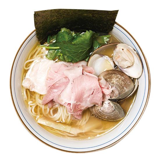 ↑蛤そば(850円) ほぼハマグリで出汁をとった清湯スープ。地鶏油を垂らし、貝の身が贅沢にも5 ~ 6 個入る。まぜそば同様、2種類のチャーシューもオン