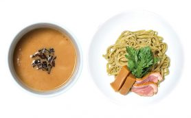 【金曜日限定】つけ麺とパスタのいいとこどり! 醤油×鶏の完成形がそろう秋葉原「紫 くろ㐂」