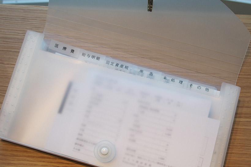 ↑ファイルのタブにラベルライターで作ったラベルを貼っておけば、どこにどの書類が入っているか一目瞭然