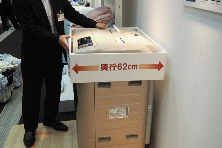 ↑洗濯容量は増えましたが、外形サイズは従来の11kgビッグドラムとほぼ同じ。奥行サイズは62cmと大型にも関わらず設置しやすいサイズ感です