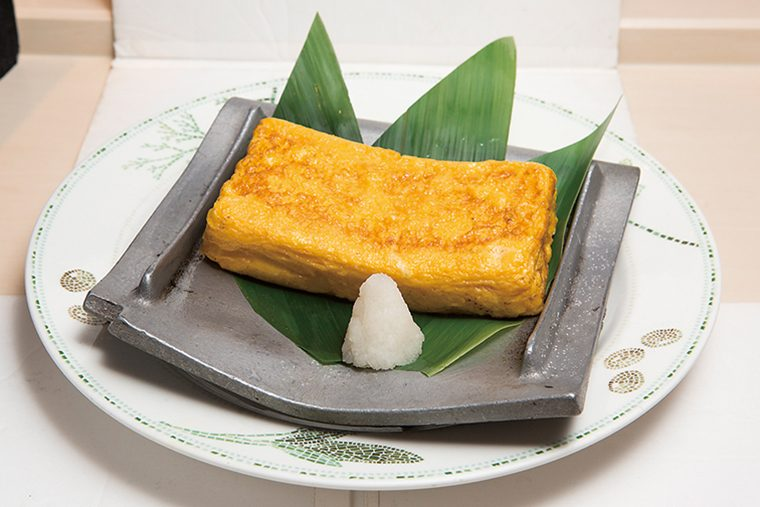 ↑自家製玉子焼(626円) やや甘めのこちらは 丁寧に焼き上げてふ わふわに。大きめだ が、甘味のようにぺ ろりと食べられる