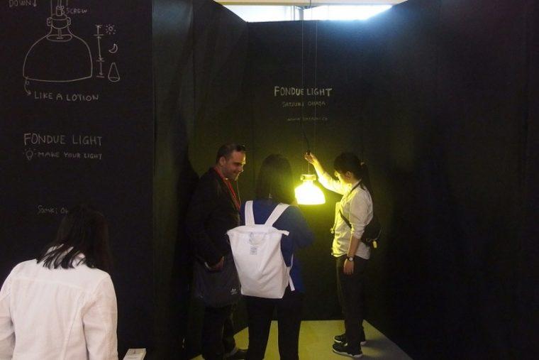↑黄色い光を自在に調整できる「Fondue Light」