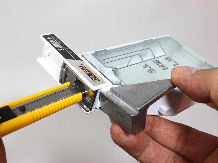 ↑ノブを押すと、軽い力で気持ち良くパキッと折れる。しかも安全