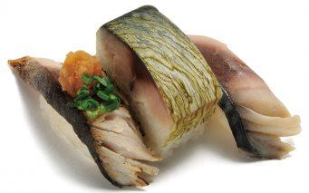 ↑〆さば三昧(302円) 酢でしっかり〆たさばと 香ばしさをプラスした炙り〆さば、肉厚なさば棒寿司の セット。違う味を堪能できるのでさば好きには最高だ!