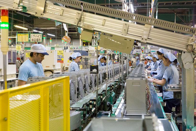 ↑工場のラインはすべて正社員。