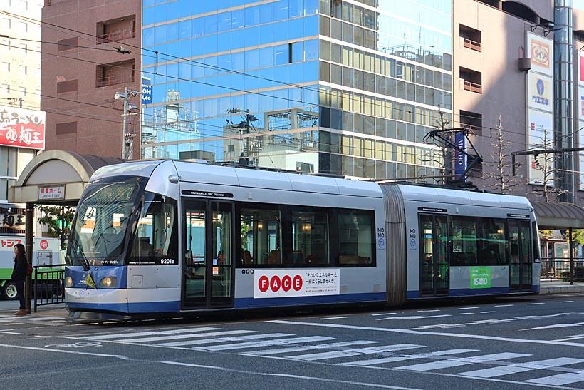 ↑岡山駅前に停まる9200形MOMO1。MOMO2とは内外装のデザインが異なっている