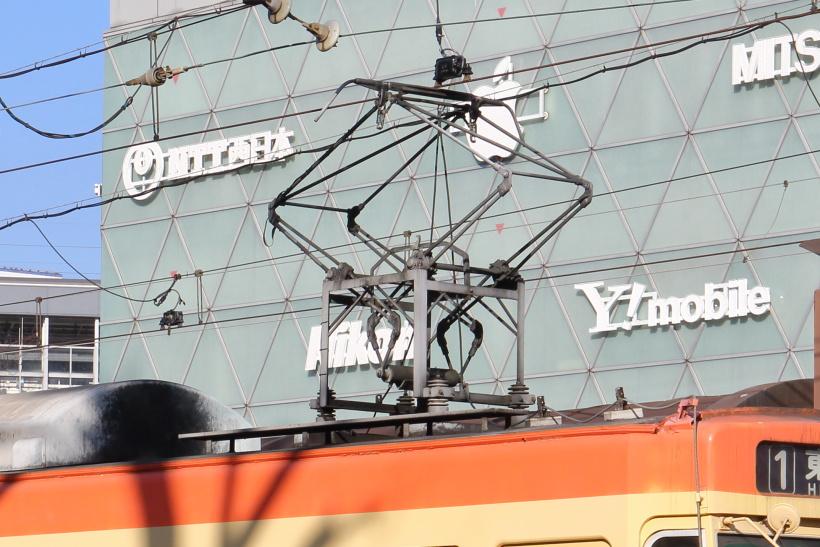 ↑9200形MOMO以外の車両は石津式と呼ばれる特異な姿のパンタグラフを利用している