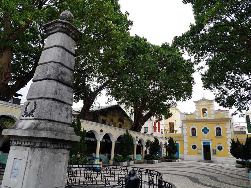 ↑コロアン地区にある「聖フランシスコ・ザビエル教会」。周囲はポルトガル統治時代の街並みが続く