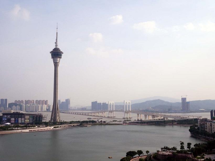 ↑マカオのシンボル「マカオタワー」。高さは338m